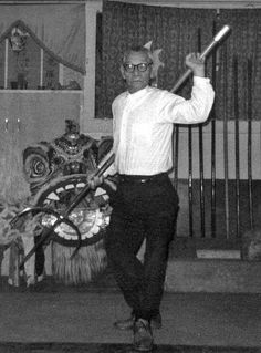 Lives of Chinese Martial Artists Lau Bun—A Kung Fu Pioneer in America. Wing Chun Training, Lion Dance, Chinese Martial Arts, Chinese American, Poems Beautiful, Martial Artists, Kendo, Aikido, Tai Chi