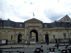 CNAM Paris: A walk between Porte St-Martin and Fontaine St-Michel.Click for more infos and photos.