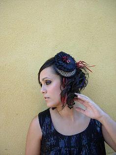 Anne Poupée: little princess. Tocado flor seda negra plisada. #tocados #novias #invitadas Crown, Jewelry, Fashion, Black Silk, Flowers, Headpieces, Corona, Jewlery, Moda