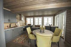 (1) FINN – Tiltalende hytte med svært god planløsning, beliggende på Øknin og en av Torpoåsens flotteste tomter