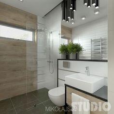 drewnopodobne ceramiczne płytki na ścianie z wąskim oknem wi prysznic ze szklanym panelem ścianką,białe i lustrzane panele na ścianie z umywalką w nowoczesnej łazience - Lovingit.pl