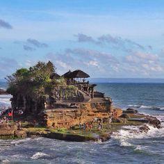 Pura Tanah Lot, Bali. Photo courtesy of vitabali on Instagram.