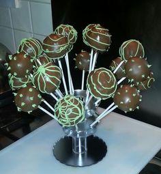 Triple chocolate cake pops•