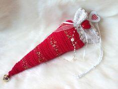 Dekosäckchen Throw Pillows HERZ Valentinstag Geschenk - We love Etsy - Deko Crochet Yarn, Knitting Yarn, Hand Crochet, Small Gifts, Great Gifts, Christmas Stockings, Christmas Ornaments, Valentine Day Gifts, Decorative Pillows