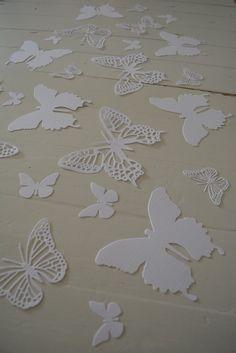 Deze vlinders zijn ontzettend leuk om mee te werken. Wat ik er zo mooi aan vind, is dat ze gemakkelijk te gebruiken zijn voor elke gelegenheid. Gebruik