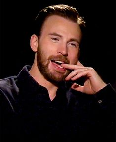 lord god grant me the strength to look at this man like he doesn't know exactly what he is doing #chrisevansgif