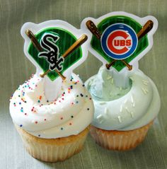 Magnolia Bakery's first-ever Crosstown Classic cupcakes represent the White Sox and Cubs. Crosstown Classic, Chicago Baseball, Throw A Party, Cubs, Magnolia, Bakery, Cupcakes, York, Desserts
