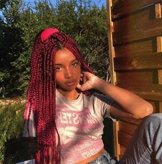 Box braids in braided bun Tied to the front of the head, the braids form a voluminous chignon perfect for an evening look. Box braids in side hair Placed on the shoulder… Continue Reading → Black Girl Braids, Girls Braids, African Braids Hairstyles, Braided Hairstyles, 1980s Hairstyles, Short Hairstyles, Shorts Dreads, Cute Box Braids, Pink Box Braids