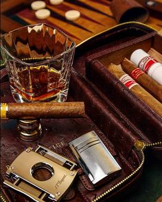 Cigars and travel | http://puroprestige.com | The art of smoking