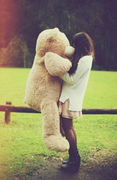 Girl holding a giant teddy bear in a grassy field during winter. Teddy Girl, Giant Teddy Bear, Cute Teddy Bears, Costco Bear, Photo Ours, Bear Tumblr, Daddys Little Princess, Solo Photo, Teddy Bear Pictures