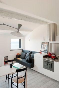 Архитекторы из итальянского бюро Gosplan взялись за разработку дизайна квартиры, проект которой получил название «Harbour Attic» — то есть «Чердак у гавани».