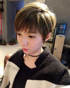 With the development of the times, not only makeup, wearing and so on, hairstyle is also a very important factor affecting a person's image and temperament Short Textured Bob, Girls Cuts, Female Stars, Floral Hair, Hair Designs, Ladies Day, Face Shapes, Hair Type, Hair Pins