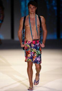 Fashion Rio Verão 2013 - Blue Man http://uol.com/bpcwTz