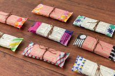 """「ちょっと」したプレゼントやおすそわけのラッピング。「ちょっと」したホームパーティ。日々の暮らしの中にある「ちょっと」特別な日。そんなとき""""Chotto""""のひと工夫が、オモテナシの気持ちを伝えます。 Scarf Packaging, Jewelry Packaging, Packaging Design, Cookie Packaging, Gift Wrapping Techniques, Pretty Packaging, Handmade Accessories, Branding, Gifts For Friends"""
