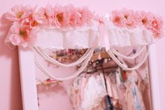 diy: kawaii romantic hime gyaru mirror ♡ I have done this! (sorta. I don't have flowers, but in the future there will be flowers!)