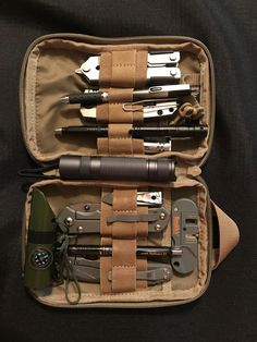 Bushcraft Helpful Tips For bushcraft gear wilderness fire starters Edc Tools, Survival Tools, Survival Stuff, Survival Hacks, Survival Shelter, Urban Edc, Edc Bag, Edc Backpack, Global Knife Set