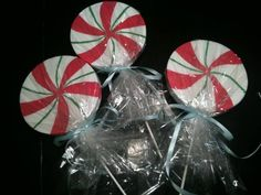 Candyland-Christmas-theme- how to make peppermint lollipop ornaments!