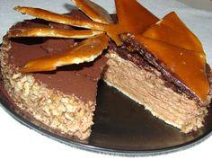 DOBOS TORT : cu blat genoise, crema de ciocolata bitter cu unt 60 % grasime, si ornat cu nuci si caramel