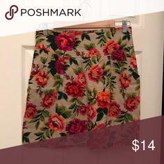 Beige floral pocketed skirt medium Beige floral pocketed skirt medium Skirts