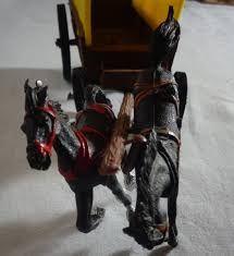 Resultado de imagem para carroca de forte apache Forte Apache, Small Soldiers, Lion Sculpture, Statue, Art, Art Background, Kunst, Performing Arts, Sculptures