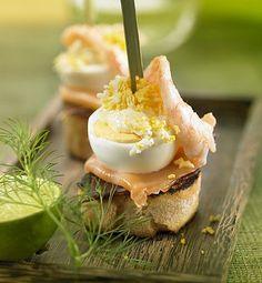 Tapas y Montaditos – Página 8 – Delicooks Shrimp And Eggs, Salmon And Shrimp, Spanish Dishes, Spanish Tapas, Appetizer Buffet, Appetizers, Tapas Recipes, Cooking Recipes, Tapas Ideas