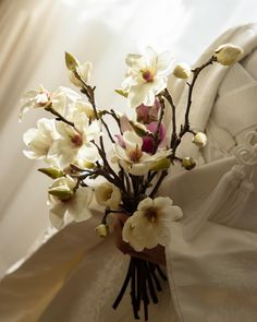 Wedding Bouquets, Wedding Flowers, Wedding Dresses, Wedding Images, Flower Decorations, Glass Vase, Bridal, Girly, Magnolias