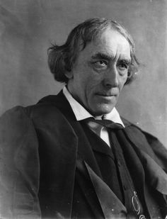 What does Dracula look like? Sir Henry Irving, with whom Stoker was well acquainted. It is said that Stoker based much of his description of the character, Count Dracula, upon Irving's features.