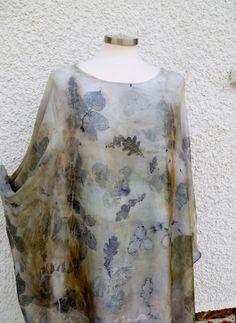Blusón largo de seda estampado con tinte natural. por Sedaniatienda