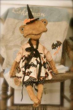 HALLOWEEN-Folk-Primitive-FROG-toad-Vintage-like-Doll