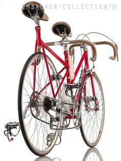 beautiful and strange bicycles — Short tandem. Bike Shelter, Paint Bike, Garage Bike, Tandem Bicycle, Bike Seat, Bike Style, Cycling Art, Cool Bicycles, Bike Frame