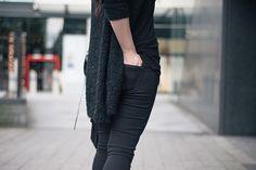 Fashion blogger Stephanie of FAIIINT wearing George at ASDA textured chunky cardigan & wonderfit black skinny jeans.