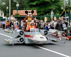 Star Wars Parade Floats | ... parade is an easy win. Probably one of the coolest Mickey floats in