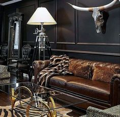 Manly Ultimate Bachelor Pad With Black Walls And Leather Couch Pad Manly Ultimate Bachelor Avec Murs Noirs Et Canapé En Cuir Brown Furniture, Living Room Designs, Luxury Interior, Masculine Room, Black Walls, Masculine Living Rooms, Living Decor, Apartment Decor, Home Bar Decor