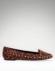 Flat leopard shoe with studs