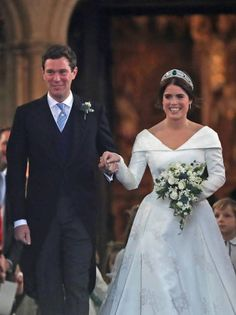 Princess Eugenie Photos - Jack Brooksbank and Princess Eugenie of York kiss walk up the aisle after their wedding ceremony at St. George's Chapel on October 2018 in Windsor, England. - Princess Eugenie Of York Marries Mr. Royal Princess, Princess Eugenie Jack Brooksbank, Princess Beatrice Wedding, Princess Wedding, Wedding Bride, Wedding Ceremony, Princess Diana, Second Wedding Dresses, Wedding Dresses Photos
