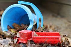 Finnish lifestyle blogger www.ruuhkavuodet.net: Abandoned toys