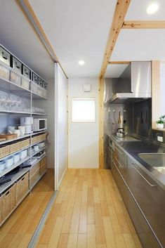 Architecture projects in Japan, along with Japanese houses, masses constructions and locations. Dirty Kitchen, Kitchen Pantry, New Kitchen, Bakery Kitchen, Maison Muji, Kitchen Dinning, Kitchen Decor, Casa Muji, Muji Home