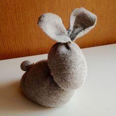 Húsvéti nyuszi zokniból - varrás nélkül - La Mome Közösség Easter Crafts, Image, Eggs