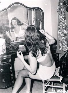 Bettie Page in front of her vanity makes me want one so, so very badly.