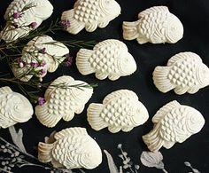 Kuih Bangkit ~ Pandan tapioca-coconut fish cookies