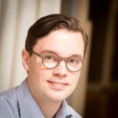 Tuomas Niska, projektipäällikkö, nörtti, kynäniekka, kävelevä rajapinta insinööri- ja ihmiskielten välillä. Sydäntä lähellä on teknologia, fiksu markkinointi ja kultaturbotimanttinen sisältö. Vapaa-aika pyörii 33⅓ kierrosta minuutissa.