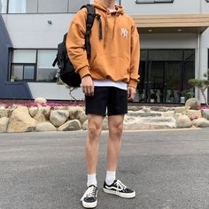 Summer Outfits Men, Stylish Mens Outfits, Casual Outfits, Summer Men, Men Casual, Retro Outfits, Mode Outfits, Short Outfits, Mode Man