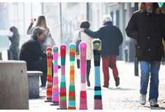 Magda Sayeg is a pioneer of the popular crafty street art known as yarn bombing, a combination of knitting and crochet as removable urban graffiti. Yarn Bombing, Urban Graffiti, Graffiti Art, Guerilla Knitting, Art Fil, Knit World, Art Yarn, Guerrilla, Environmental Art