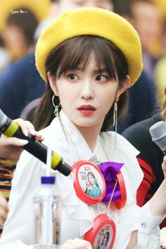 Red Velvet's Irene is a super gorgeous visual! Here are times Irene wore a cute beret, and killed it with her ethereal beauty! Daegu, Red Velvet アイリーン, Red Velvet Irene, Seulgi, Red Velet, Rapper, Beret, Me As A Girlfriend, My Beauty