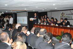 En presencia de la rectora Isabel Soberano de la Cruz y del rector emérito, Carlos García Méndez, el mandatario estatal resaltó que Veracruz avanza con paso firme en el cumplimiento del Acuerdo Nacional por la Seguridad, la Legalidad y la Justicia.
