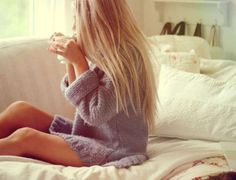 Image shared by erica mohn kvam. Find images and videos about girl, love and cute on We Heart It - the app to get lost in what you love. Se Lever, Lazy Days, Lazy Sunday, Getting Cozy, Sweater Weather, Comfy Sweater, Big Sweater, Belle Photo, Warm And Cozy