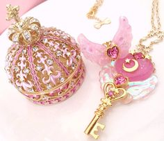 Beautiful Mahou Kei jewellery by Caramel*Ribbon https://twitter.com/caramelribbonvv