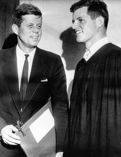 Senator Ted Kennedy at his own graduation from Harvard University in Ted received his B. in Government from Harvard and his brother John received an honorary degree the same day. Rose Kennedy, Ted Kennedy, Jacqueline Kennedy Onassis, John F Kennedy, Caroline Kennedy, Jack Johns, Familia Kennedy, John Junior, John Fitzgerald