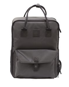 3fd3518ca56 A minimalist-style bag that offers maximum versatility. When you re pared  down