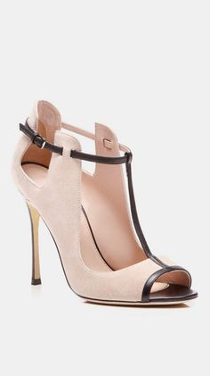 Sandália nude com preto